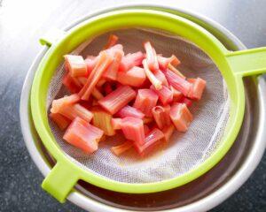 gateau rhubarbe meringue nigella lawson